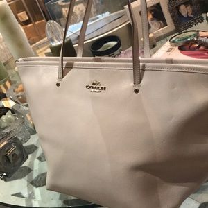 Beautiful COACH TOTE  BAG - Authentic